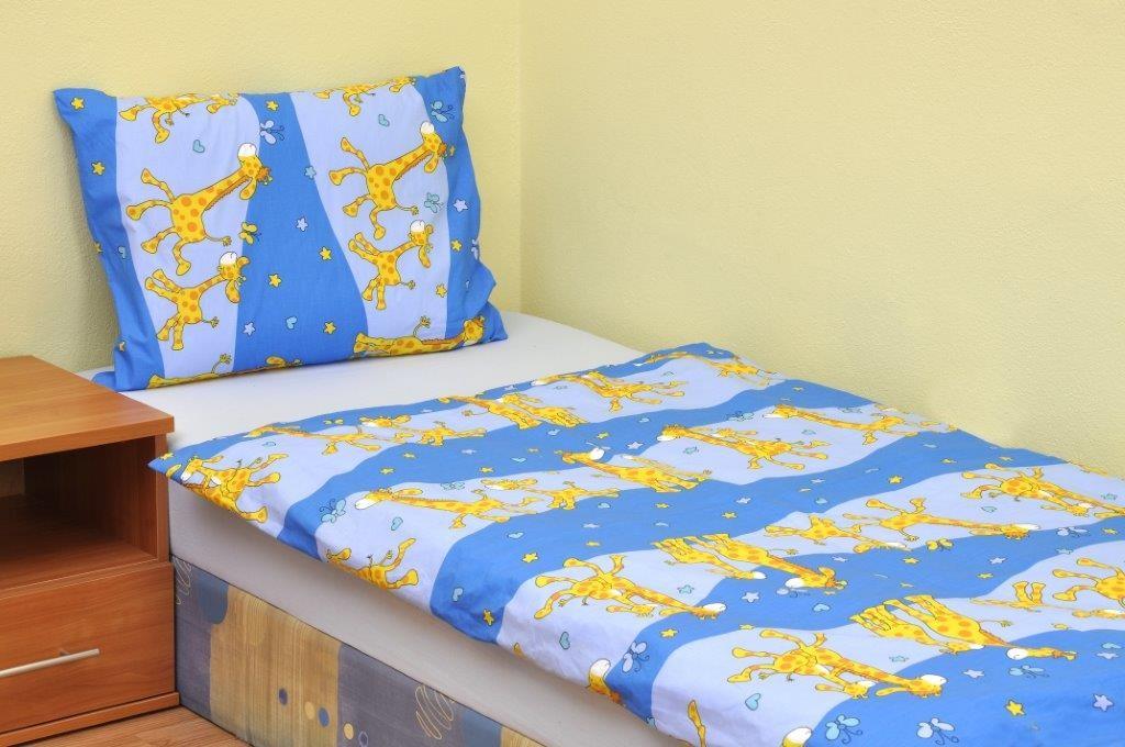 Brotex Žirafa modrá krep do malé postýlky, 90x135 45x60 cm